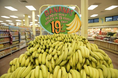 This Is Why Trader Joe S Bananas Cost 19 Cents