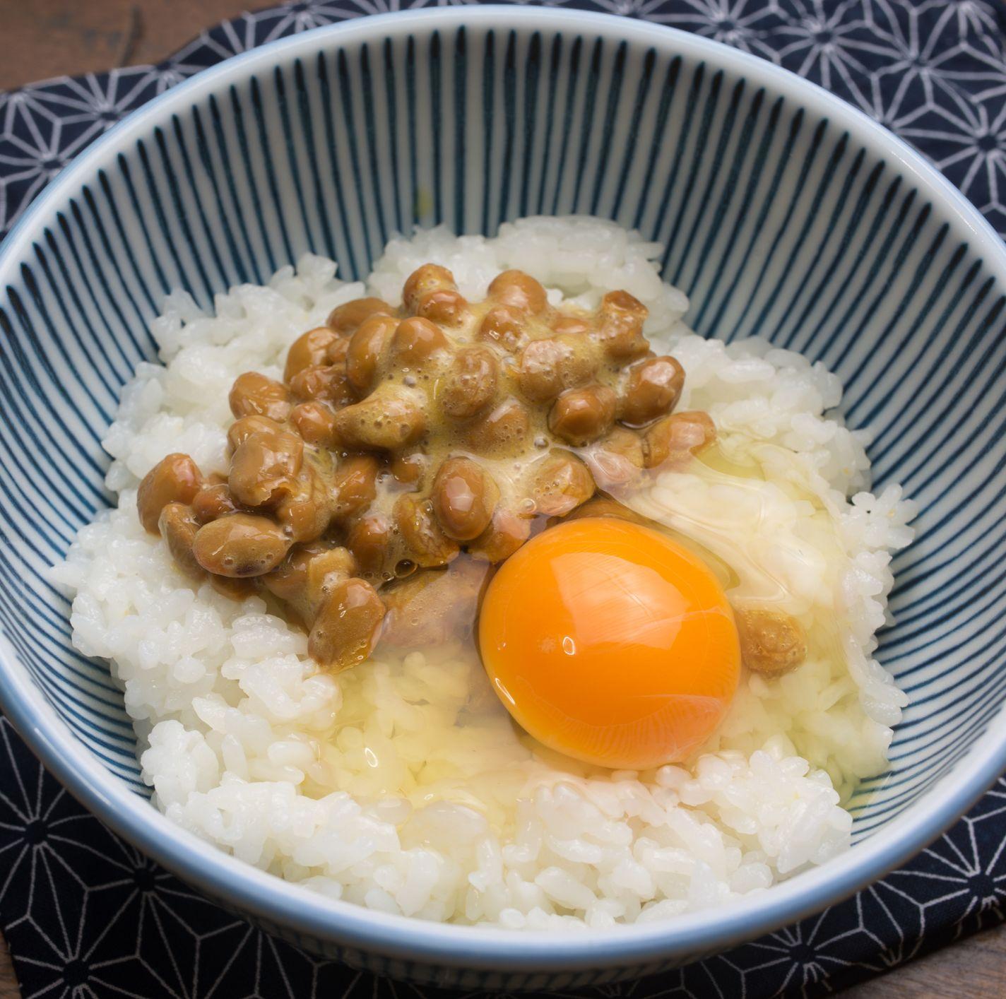Traditional breakfast of Japan. Nattō gohan