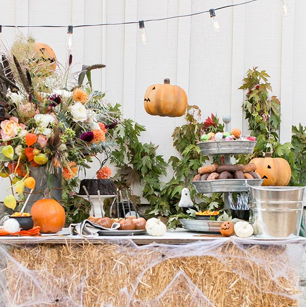 Phenomenal 21 Best Halloween Table Decoration Ideas Diy Halloween Beutiful Home Inspiration Xortanetmahrainfo