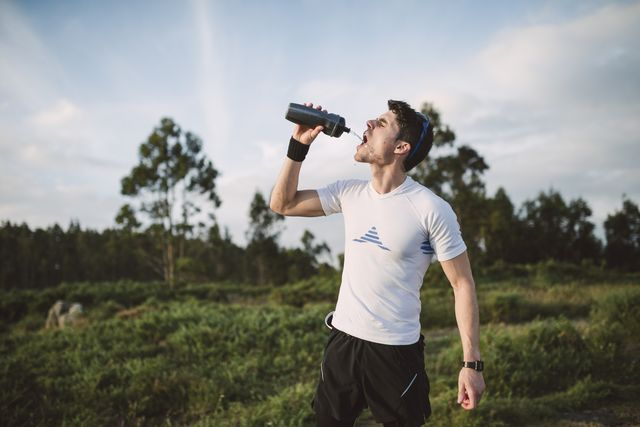 trail runner, man drinking, drinking bottle