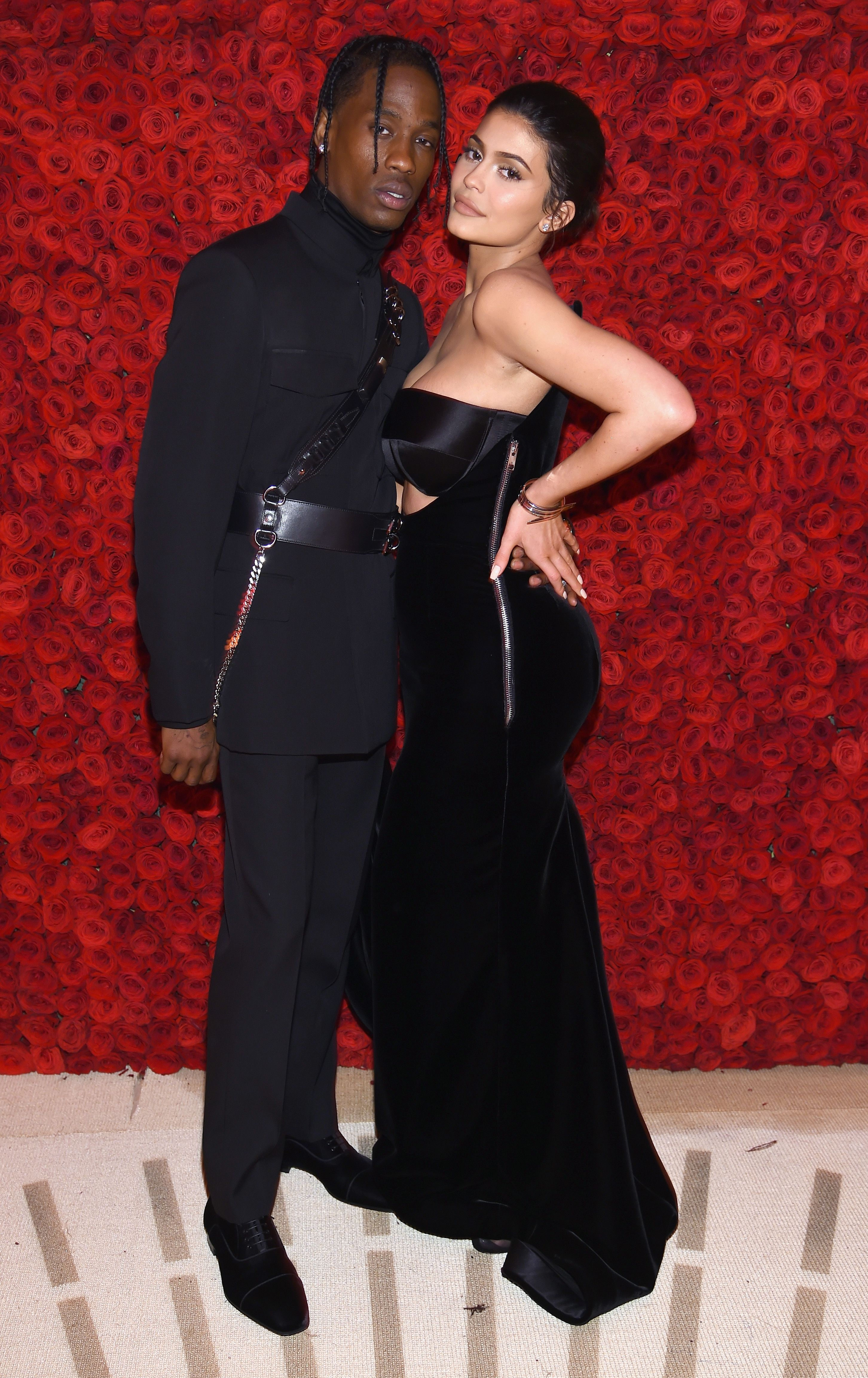 be6adaed11b6 What Kylie Jenner And Travis Scott's Body Language Reveals About Their  Relationship