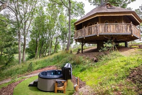 treehouse holidays   treehouse stays uk