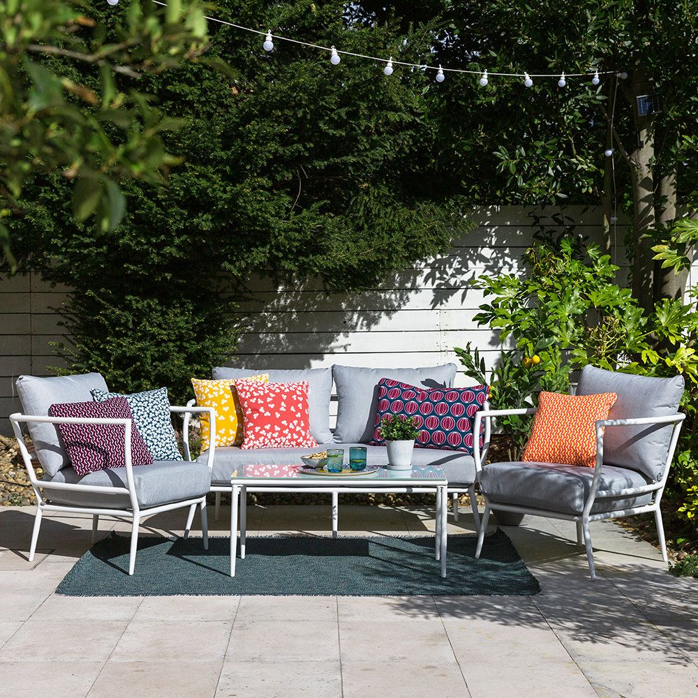 13 Outdoor Cushions That Will Spruce Up Your Garden Furniture In An Instant