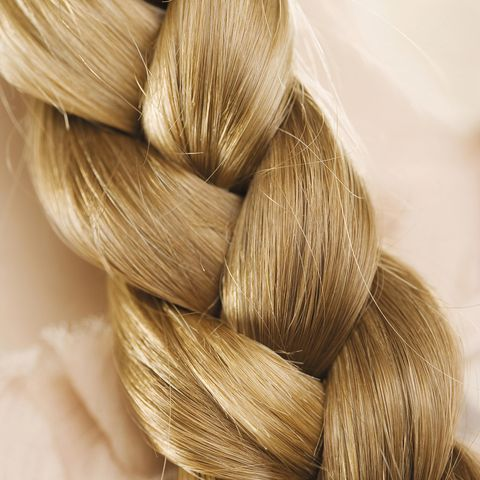 belleza trenza en espiga de pelo