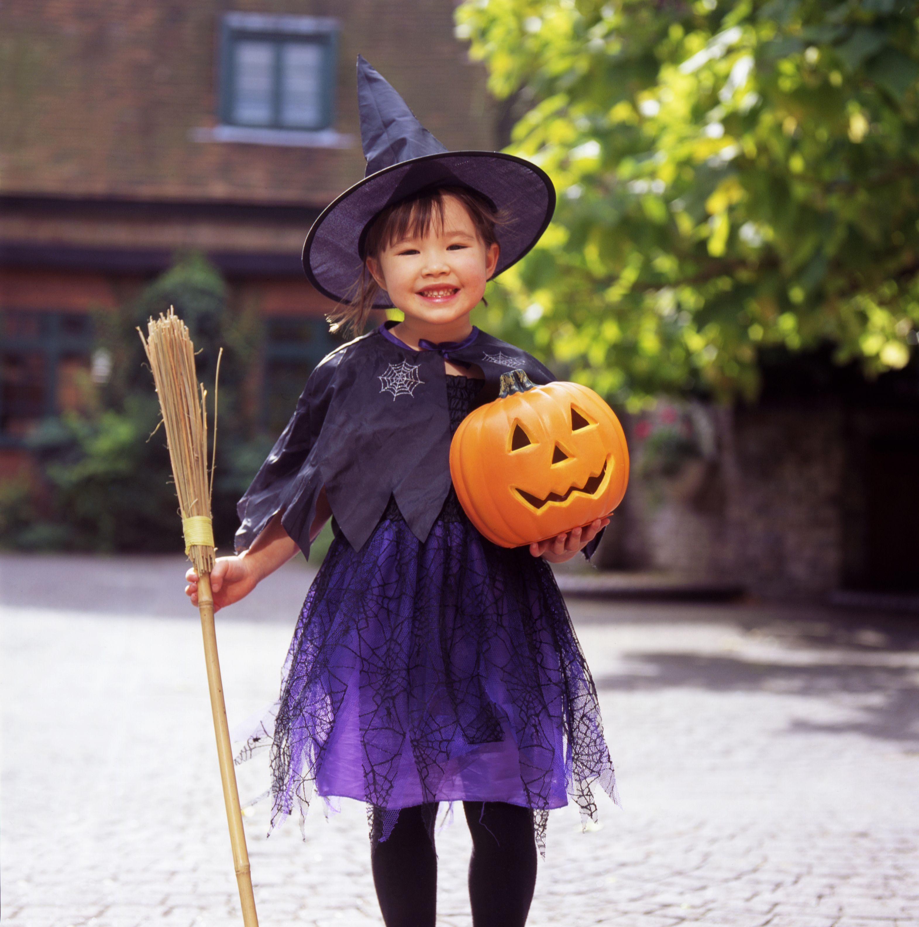 Diy Kids Witch Costume How To Make A Halloween Witch Costume