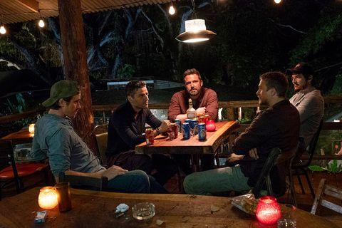 Ben Affleck y Oscar Isaac en Triple Frontera de Netflix
