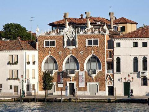 Window, Property, Neighbourhood, Residential area, Waterway, Real estate, Building, Facade, House, Roof,