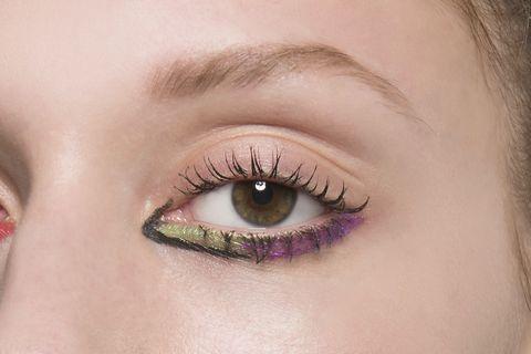 trucco-occhi-estate-2018-eyeliner-colorato