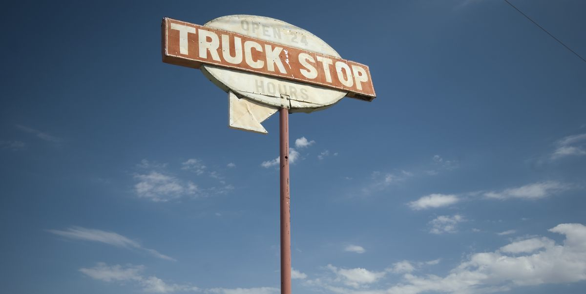 The Worst Foods To Eat On A Road Trip