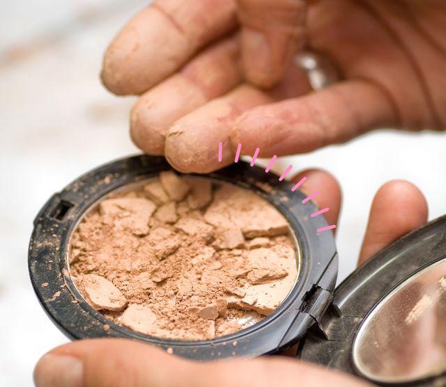 el truco de tiktok para arreglar el maquillaje roto