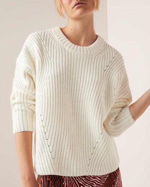 Vrouw met witte trui van selected femme