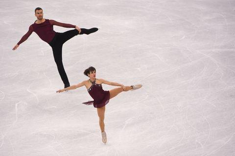 Figure skate, Ice skating, Skating, Athletic dance move, Figure skating, Ice dancing, Jumping, Recreation, Sports, Dancer,