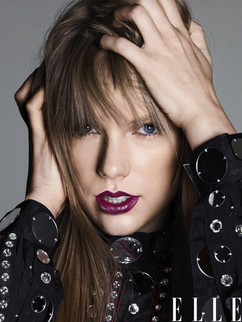 Taylor Swift membagikan cerita cara mengatasi gangguan kecemasannya (dok. Elle)