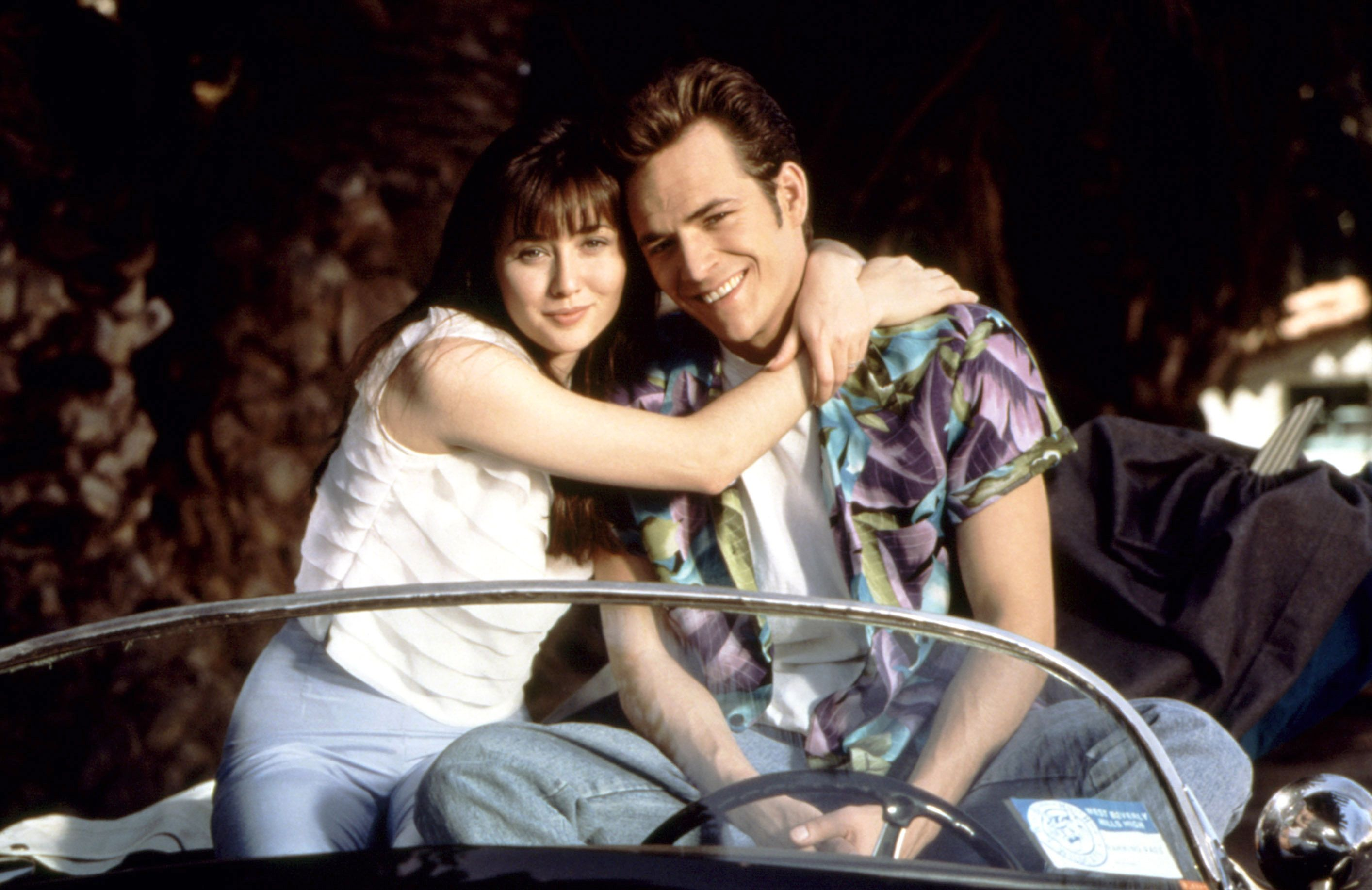 BEVERLY HILLS 90210, (from the left): Shannen Doherty, Luke Perry, 1990-2000.
