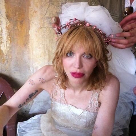 Hair, Headpiece, Pink, Beauty, Hair accessory, Blond, Dress, Fashion, Bride, Headgear,