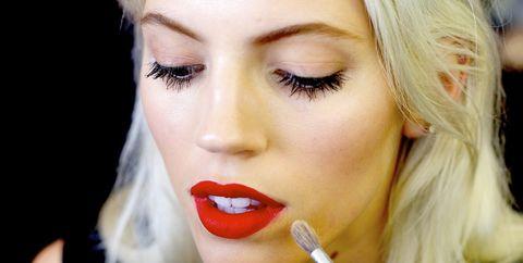 Mouth, Lip, Finger, Hairstyle, Eyebrow, Eyelash, Style, Beauty, Eye shadow, Cosmetics,