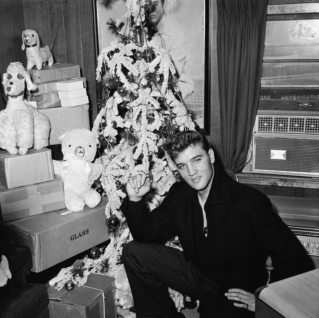 Photograph, Snapshot, Black-and-white, Room, Monochrome, Photography, Family, Sitting, Christmas eve,