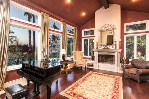 Tupac Shakur S La Mansion For Sale Celebrity Homes For Sale
