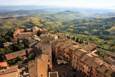 Aerial photography, Landmark, Bird's-eye view, Town, Historic site, Human settlement, City, Landscape, Village, Tourism,