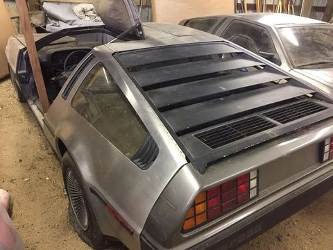 these two deloreans have spent the last 40 years locked away in a california barn,2台のデロリアン 発見,カリフォルニア州,納屋,39年,死蔵,