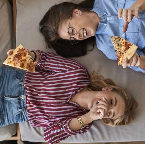 体重増加を防ぐため、寝る前に食べてはいけない