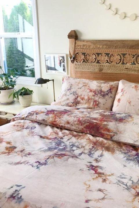 Bed sheet, Bedding, Textile, Furniture, Bed, Duvet cover, Pink, Room, Linens, Duvet,