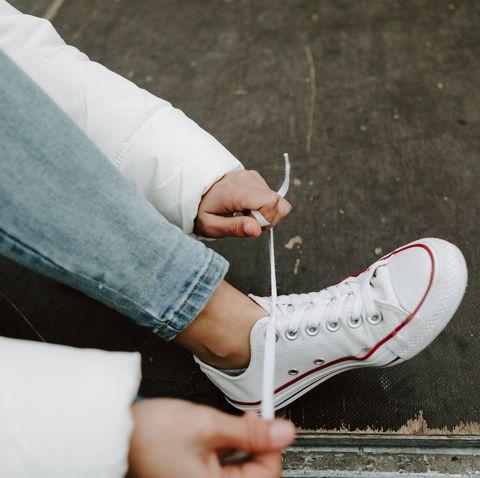 tying my sneakers