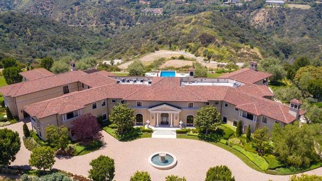 tyler perry's beverly hills mansion, where prince harry and meghan markle stayed in the spring of 2020