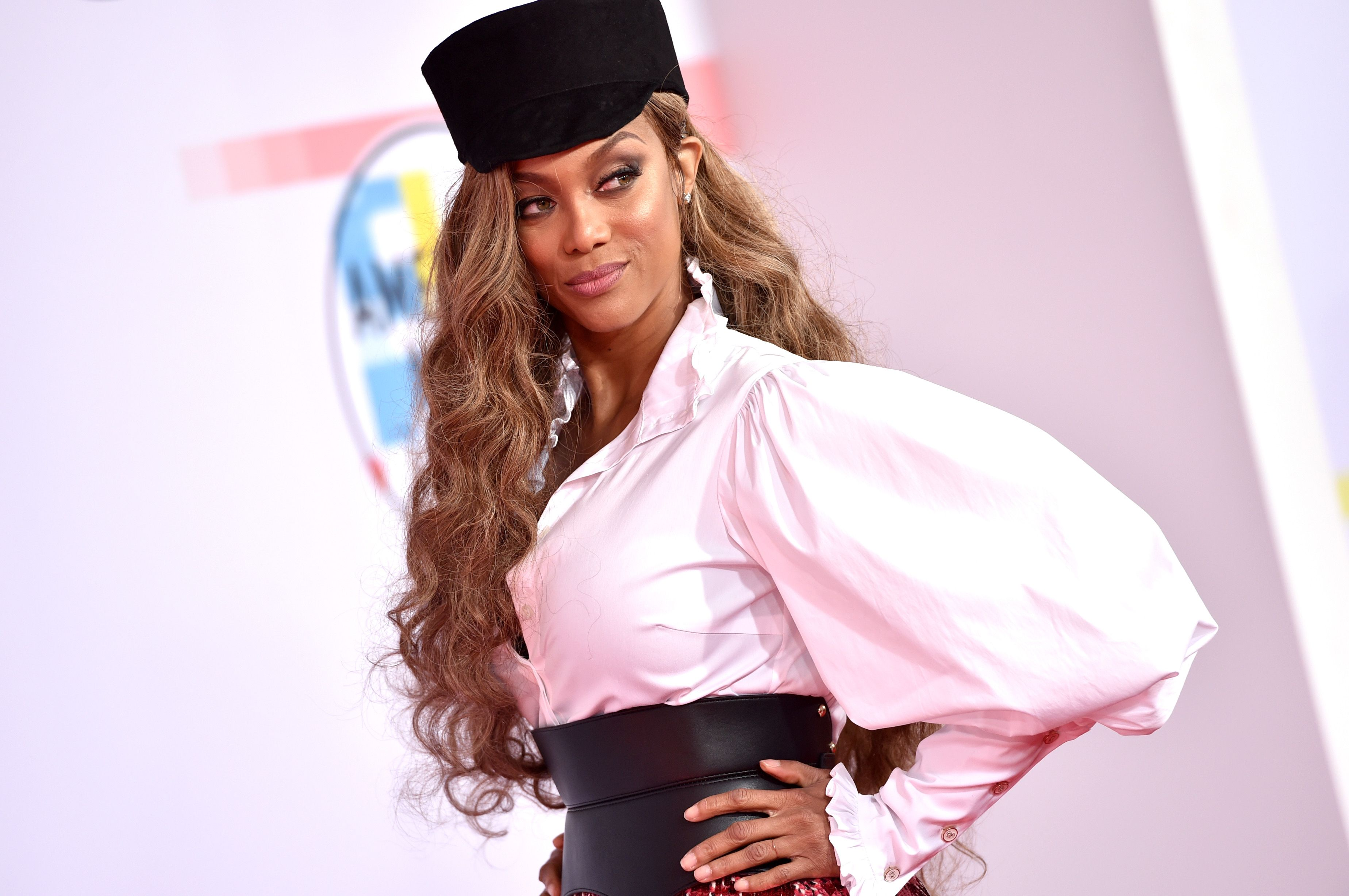 Tyra Banks Dressed Like Eve From Life Size At The American Music Awards 2018