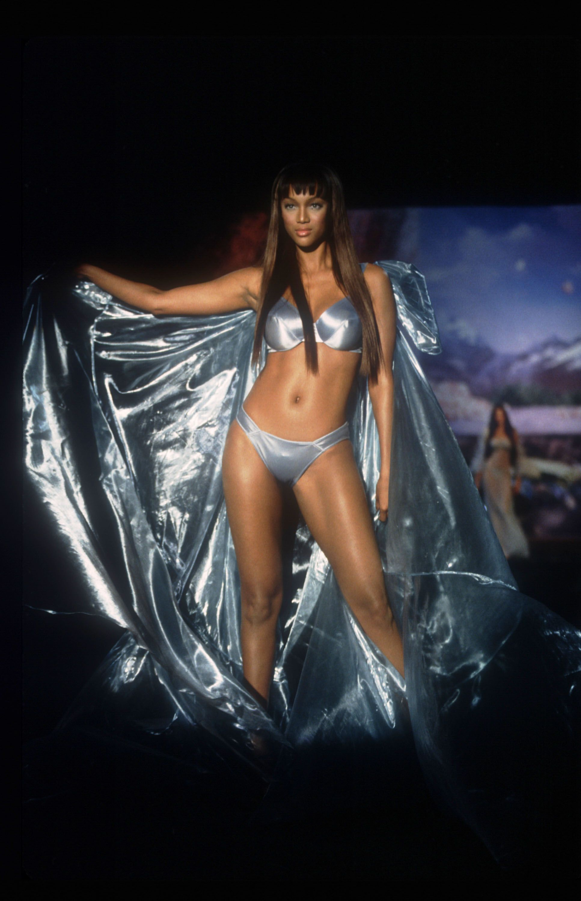 1a102369c82 The 18 Best Tyra Banks Catwalk Looks–Tyra Banks Most Memorable Moments On  the Runway