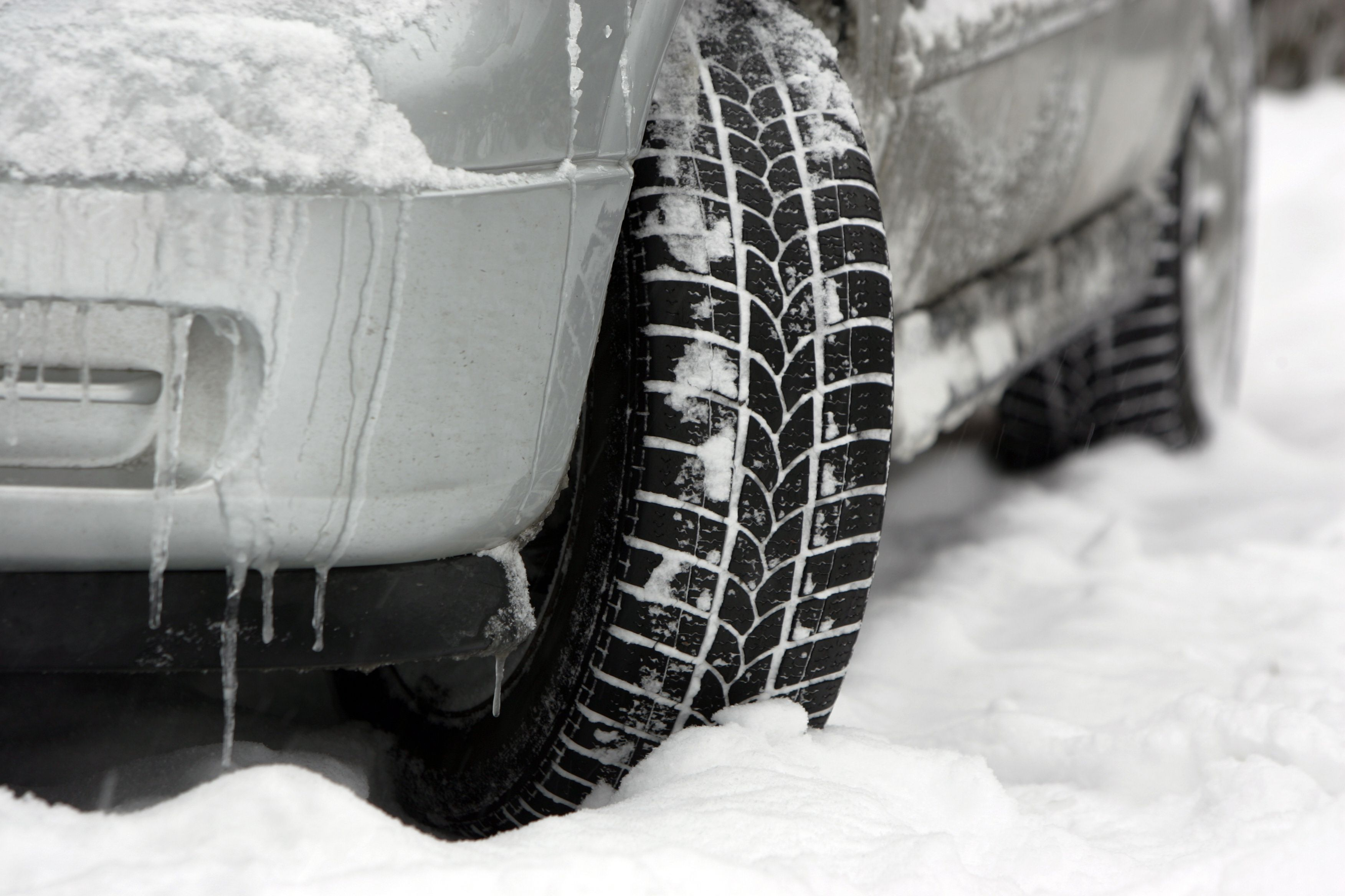 Warming Up Your Car In The Cold Can Actually Be Harmful