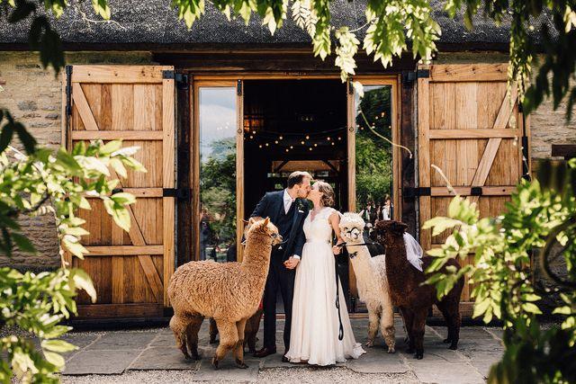 emma and graham, the tythe barn  oxfordshire, uk  samuel docker photography, uk  international  wwwsamueldockercouk