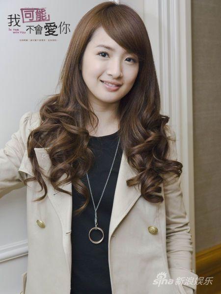Hair, Hairstyle, Hair coloring, Long hair, Beauty, Outerwear, Layered hair, Forehead, Bangs, Brown hair,