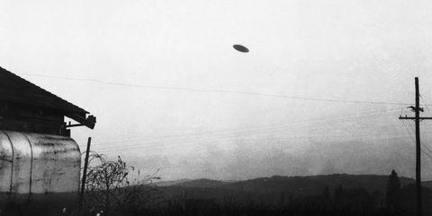 Sky, Black, Atmospheric phenomenon, Black-and-white, Monochrome photography, Monochrome, Atmosphere, Morning, Cloud, Tree,