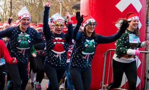 Meest Foute Kersttrui.15 December Is De Ugly Sweater Run Hardlopen Voor Het Goede Doel In