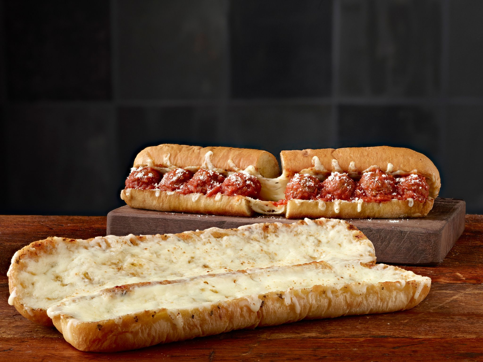 Subway Debuts New Ultimate Cheesy Garlic Bread - Subway News 2018