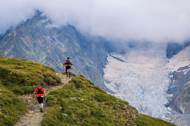corredores en el ultra trail del mont blanc  2021