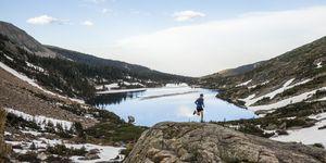 man-trailrun-hardlopen-ultra-wedstrijd-landschap