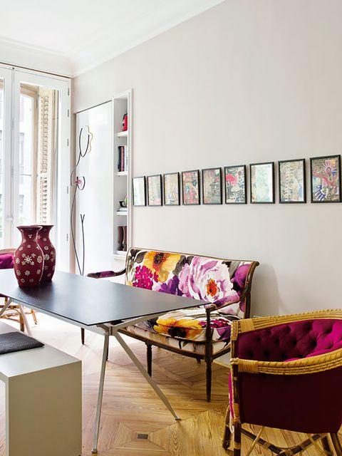 ideas decorativas para paredes   una hilera de cuadros en la pared del comedor