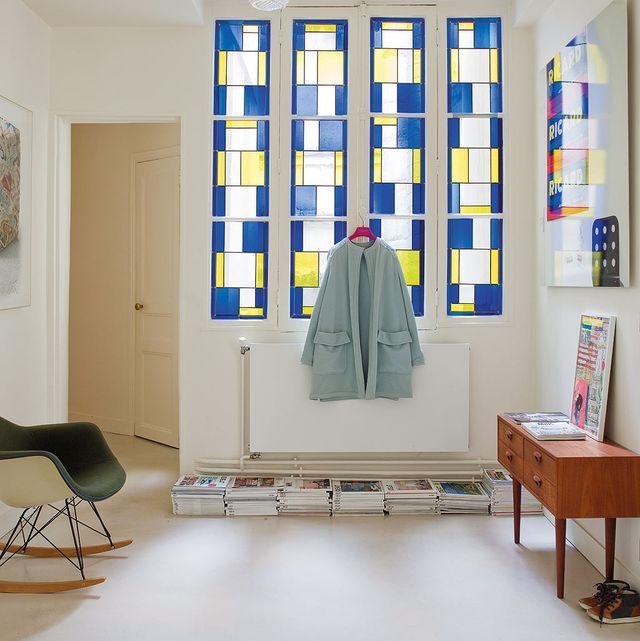 recibidor decorado con una vidriera