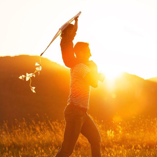 People in nature, Backlighting, Sunlight, Light, Morning, Sun, Sunrise, Happy, Grass family, Sky,