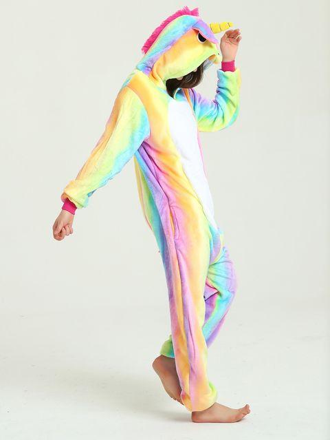 Nochevieja en casa? Cambia el vestido por este pijama de unicornio