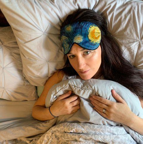 Child, Textile, Hair accessory, Headgear, Linens, Hand, Pillow, Glasses, Bed sheet,