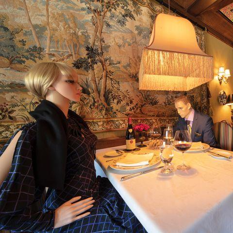 mannequin dining