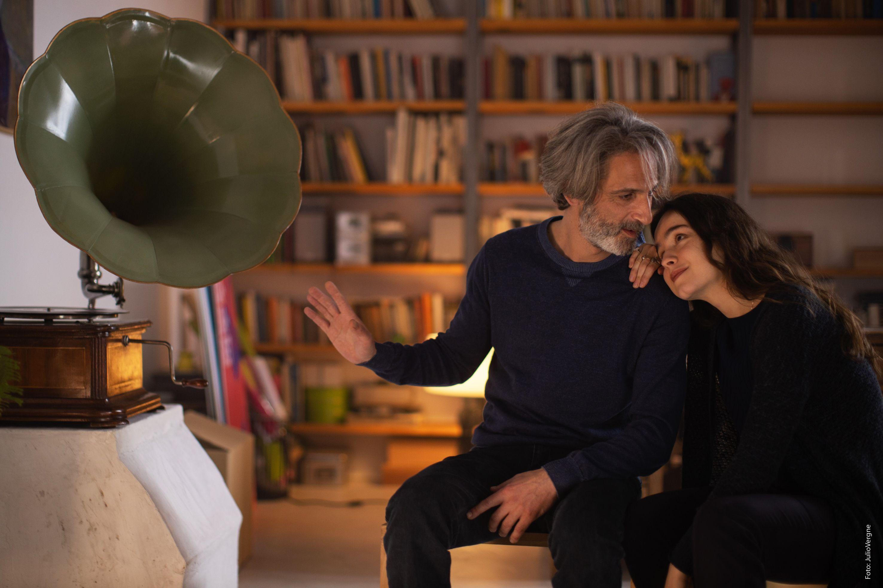 Achero Mañas finaliza el rodaje de 'Un mundo normal', con Ernesto Alterio