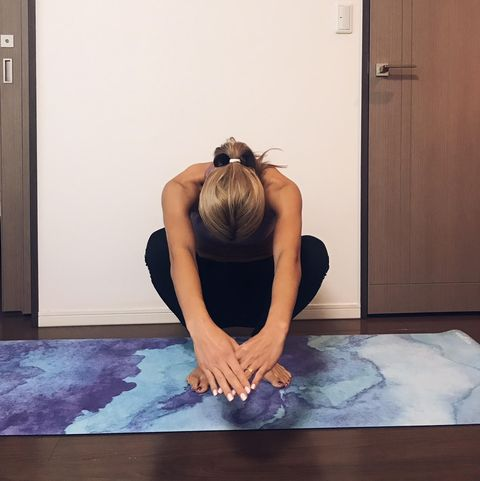 Shoulder, Leg, Physical fitness, Arm, Joint, Yoga mat, Yoga, Thigh, Sitting, Knee,