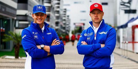 mick schumacher y nikita mazepin, pilotos de haas f1 team en 2022