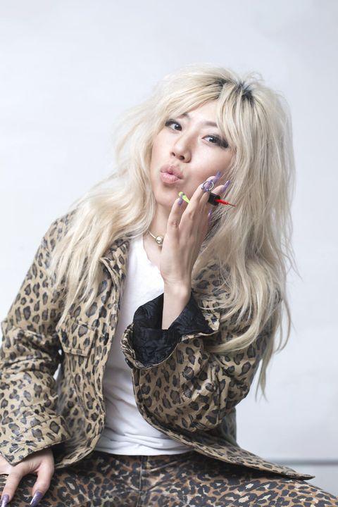 Hair, Blond, Beauty, Lip, Hairstyle, Long hair, Yellow, Fashion, Photo shoot, Model,