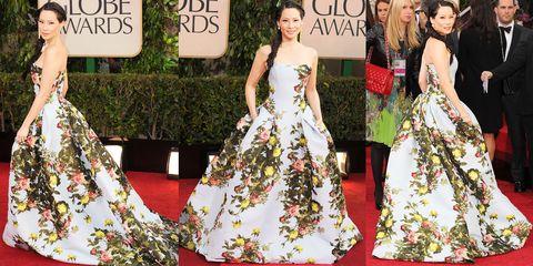 Fashion model, Dress, Red carpet, Clothing, Carpet, Fashion, Gown, Flooring, Haute couture, Shoulder,