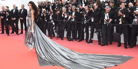 Red carpet, Carpet, Premiere, Dress, Flooring, Event, Fashion, Crowd, Formal wear,